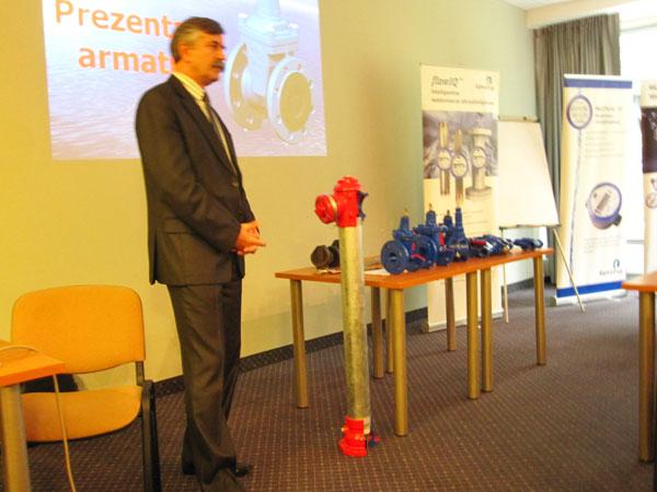 Wyroby AKWA prezentuje prezes p. Roman Pączek